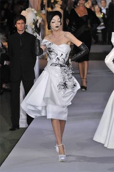 Christian Dior Fall 2007 Couture - Runway Photos - Collections - Vogue