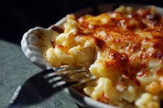 I maccheroni al formaggio sono una tipica ricetta americana. Un piatto ricco di sapori caseari, ingredienti semplici e adatto a tutti.