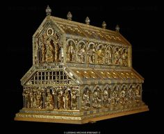 Shrine of the Three Magi (begun 1181), smaller shrine inside with remains of the 3 Holy Kings, at the high chancel of the cathedral. Gold, enamel, precious stones, antique gems, cameos Size: 210 x 110 x 153 cm