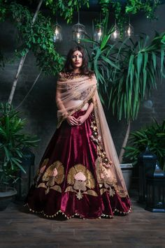 26 Best Stores in Shahpur Jat for 2018 Wedding Shopping! Red velvet lehenga with beautiful intricate patterns for your sangeet night! // sangeet outfit for brides during indian weddings Designer Bridal Lehenga, Bridal Lehenga Choli, Red Lehenga, Anarkali, Designer Blouses For Lehenga, Lehenga Wedding, Indian Lehenga, Indian Bridal Outfits, Indian Designer Outfits