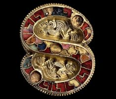 S-shaped Fibula Cividale del Friuli (Udine) Italy, circa AD Gold, garnets, glass; National Archaeological Museum of Cividale del Friuli Medieval Jewelry, Viking Jewelry, Ancient Jewelry, Medieval Art, Antique Jewelry, Renaissance, Classical Antiquity, Early Middle Ages, Historical Art