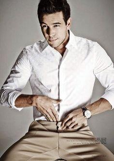 Mario Casas Love what he's wearing Perfect People, Perfect Man, Hugo Silva, Models, Sexy Men, Hot Men, Sexy Guys, Good Looking Men, Handsome Boys