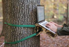 Un bureau pour travailler en plein air dans la forêt