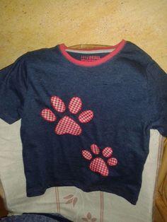 camiseta huellas perro