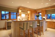 Split level island unit with seating, great for entertaining! - Greenheart Kitchen