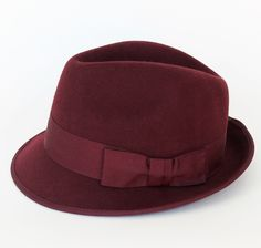 Pair this deep burgandy fedora with your fave t-shirt and jeans and you are set for a day or night out.