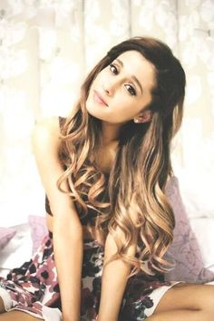 Ariana Grande // her hair always looks perfect just like her. ♡