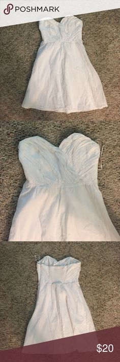 Dress Super cute white dress that can be worn anywhere casual as well as somewhere nice Express Dresses Strapless