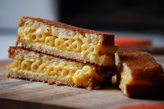 If you like cheese and grilled sandwiches, then you probably love grilled cheese sandwiches. Grilled cheese sandwiches are great. Best Grilled Cheese Sandwich Recipe, Grilled Mac And Cheese, Grilled Cheese Recipes, Macaroni And Cheese, Mac Cheese, Grilled Cheeses, Grilled Sandwich, Cheese Bread, Sangria
