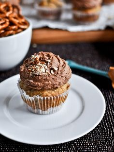 Bottomed Banana Bread Cupcakes with Chocolate Peanut Butter Frosting ...