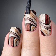 As unhas marmorizadas ou marble nails vem fazendo muito sucesso entre as mulhere… Marble nails were very successful in women because they had a similar effect as marble stones. Fall Nail Designs, Acrylic Nail Designs, Acrylic Nails, Diy Nails, Cute Nails, Autumn Nails, Nail Decorations, Gel Nail Art, Nail Polish