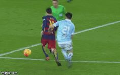 "svetlanafcb: "" Messi using the referee to dribble past a player. Soccer Gifs, Soccer Memes, Funny Sports Memes, Soccer Drills, Soccer Quotes, Football Memes, Sports Humor, Football Soccer, Football Players"