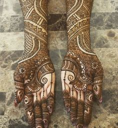 Are you looking for some fascinating design for mehndi? Or need a tutorial to become a perfect mehndi artist? Full Hand Mehndi Designs, Mehndi Design Photos, Wedding Mehndi Designs, Mehndi Images, Simple Mehndi Designs, Pakistani Mehndi Designs, Mahendi Design, Mehendi, Hennas
