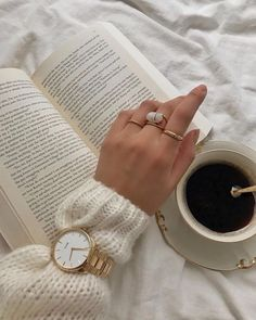 #womenswatch #instawatch #watchesofinstagram #minimalwatches #timepiece #watchdial #ladieswatch #affordablewatches Creative Instagram Photo Ideas, Instagram Story Ideas, Coffee Photography, Coffee And Books, Beige Aesthetic, Home Photo, Photo Jewelry, Fashion Pictures, Jewelry Collection