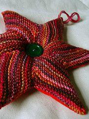 Ravelry: Sternkissen /star cushion pattern by Annette Maass
