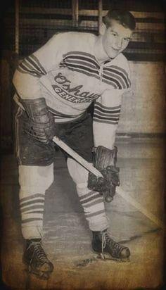 Bobby Orr Ice Hockey Players, Nhl Players, Hockey Pictures, Bobby Orr, Boston Bruins Hockey, Ice Rink, Sports Uniforms, Carolina Hurricanes, Boston Sports