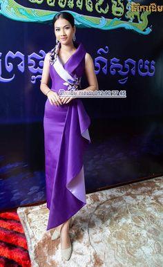 khmer traditional dress Myanmar Traditional Dress, Traditional Dresses, Pretty Dresses, Beautiful Dresses, Myanmar Dress Design, African Wear Dresses, Thai Fashion, Batik Fashion, Sunday Dress