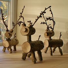 I have a weird obsession with reindeer decorations. Wood Log Crafts, Moose Crafts, Reindeer Craft, Rustic Crafts, Snowman Christmas Decorations, Christmas Deer, Christmas Candles, Christmas Ornaments, Xmas