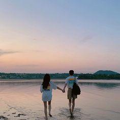 Couple Aesthetic, Beach Aesthetic, Korean Aesthetic, Cute Relationship Goals, Couple Relationship, Cute Relationships, Couple Photography, Photography Poses, Breastfeeding Photos