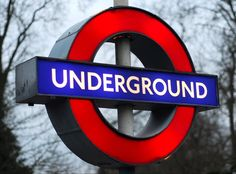 London Underground sign. Señal metro de Londres.