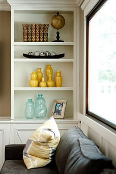 simple, depersonalized Shelf styling for home staging