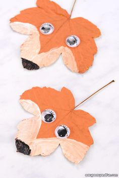 leaf crafts Fall is the best time of the year to make some leaf crafts, and this fox leaf craft just has to make your list. For more ideas check our collection of leaf crafts. *this post c Fall Arts And Crafts, Autumn Crafts, Crafts For Kids To Make, Art For Kids, Harvest Crafts, Kindergarten Crafts, Preschool Crafts, Fun Crafts, Autumn Leaves Craft