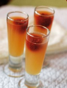Cider Shooters Sparkling Cider Jello Shooters for New Years Eve Non alcoholic version too (non alcoholic drinks with sprite) Non Alcoholic Drinks, Fun Drinks, Yummy Drinks, Cocktails, Beverages, Jello Dessert Recipes, Kid Desserts, Jello Shooters, How To Make Jello