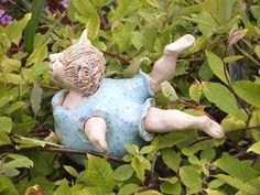 http://de.dawanda.com/product/47351438-Die-Glueckliche-Gartenkeramik-Rosenkugel