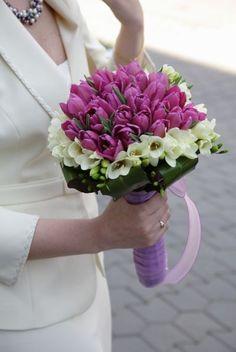 buchet lalele Wedding Bouquets, Wedding Dresses, Nasa, Flowers, Plants, Dress Ideas, Bride Dresses, Bridal Gowns, Wedding Brooch Bouquets