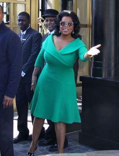 Gallery of photos showing Oprah Winfrey styles. Oprah Winfrey dress sense, clothes, accessories and hairstyles. Oprah Winfrey, Big Size Dress, Plus Size Dresses, The Dress, African Fashion Dresses, African Dress, Curvy Fashion, Plus Size Fashion, Pink Ladies Jacket