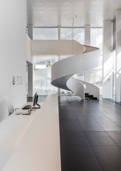 Image 10 of 19 from gallery of Puig Tower / Rafael Moneo + Antonio Puig, Josep Riu GCA Architects + Lucho Marcial. Photograph by Rafael Vargas Stair Handrail, Staircase Railings, Modern Staircase, Spiral Staircase, Staircase Design, Staircases, Interior Stairs, Interior And Exterior, Interior Design