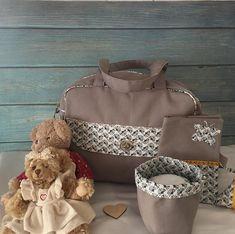 Atelier créAnne ✂️🧵👜👛🎒 sur Instagram: Voilà un petit ensemble naissance pour un bébé qui va bientôt arriver ! Le sac est le modèle Boogie de Sacôtin que j'ai adapté en version…