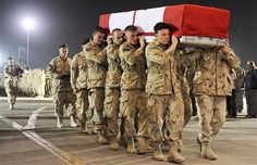 In this picture, the soldiers who survive from the war brought their brothers' bodies home Felix and Rong Pictures Of Soldiers, Canadian Soldiers, Indian Air Force, Afghanistan War, Support Our Troops, Lest We Forget, Military Equipment, Amazing Grace, Retirement