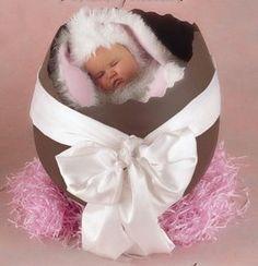 imagen de bebe con huevo | imagen tiernas de pascua Imágenes tiernas de pascua