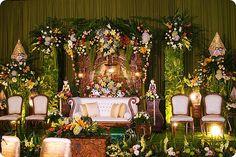 Javanese Wedding Throne by noor.hilmi, via Flickr Javanese Wedding, Indonesian Wedding, Wedding Stage Design, Religious Ceremony, Geek Wedding, Wedding Inspiration, Wedding Ideas, Wedding Decorations, Table Decorations