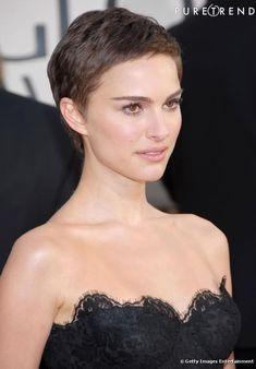 Comme Natalie Portman, misez sur une coiffure simple mais canon sur un visage fin comme le sien. Avec une robe bustier, c'est idéal.