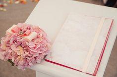 """Нежная подушечка для обручальных колец из красивых цветов! Наши волшебные флористы компания """"La-Flori"""""""