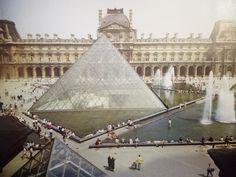 Ieoh Ming Pei, piramida na dziedzińcu Napoleona w Luwrze, Paryż, 1983-1988