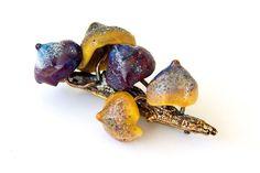 """Брошь-булавка из муранского стекла и ювелирной бронзы """"Волшебные грибы – купить в интернет-магазине на Ярмарке Мастеров с доставкой"""