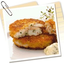 Easy crab cakes, via Clearwater. Fresh Seafood, Fish And Seafood, Home Recipes, Cooking Recipes, Personal Chef, Crab Cakes, Betty Crocker, Salmon Burgers, Cape Breton