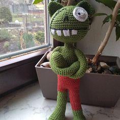 Monster zelený Crochet Dolls, Crochet Hats, Dinosaur Stuffed Animal, Toys, Animals, Knitting Hats, Activity Toys, Animales, Animaux
