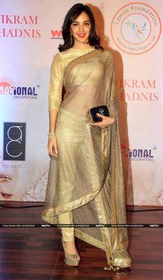 Bollywood Stars, Bollywood Girls, Indian Bollywood, Bollywood Fashion, Bollywood Images, Beautiful Girl Indian, Most Beautiful Indian Actress, Beautiful Saree, Simply Beautiful