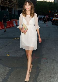 Alexa Chung rocking the all white trend like the pro she is! NEED this look in my life, fast.
