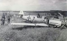 German´s crossing a grounded Me-109 , Russian campain 1941 ...