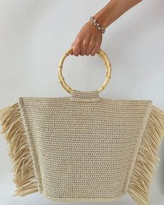 Crochet Bag Models Worth Seeing In August 2019 - Page 4 of 40 - Womens ideas On this page, you can find beautiful crochet bag designs with modern patterns that you can easily use in summer and winter seasons. Crochet Handbags, Crochet Purses, Crochet Clutch, Crochet Bags, Crochet Shoulder Bags, Crochet World, Macrame Bag, Knitted Bags, Knit Bag