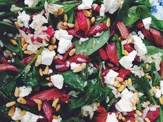 Salaten har jeg lavet efter en opskrift fra Mood by Føtex. Der er super god kontrast mellem de syrlige rabarber, fetaosten og spinaten. Jeg ...