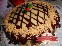 Βασιλόπιτα με επικάλυψη λευκής και μαύρης σοκολάτας – ΓΛΥΚΕΣ ΔΙΑΔΡΟΜΕΣ Tiramisu, Cake, Ethnic Recipes, Desserts, Food, Tailgate Desserts, Deserts, Kuchen, Essen