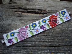 http://www.etsy.com/shop/BeautyBeadwork?ref=search_shop_redirect Kalocsai flowers peyote bracelet. Kalocsai mintás peyote karkötő.