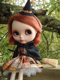 Halloween Blythe. Love the witch costume!! Adorable!
