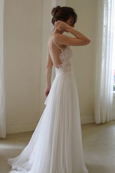 LACE WEDDING DRESS LOW BACK